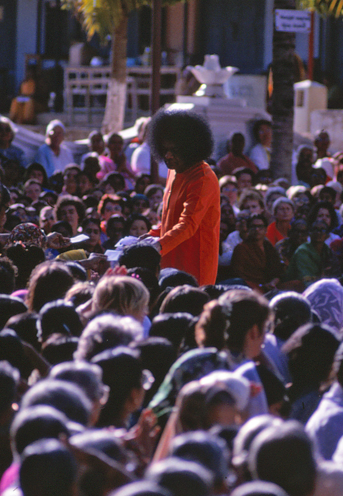 Swami in Puttaparthi - September 1992 n2
